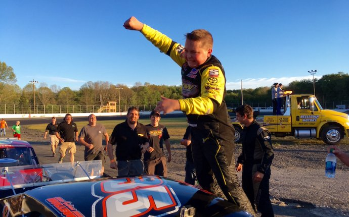 Andrew Molleur Scores Dramatic First Victory In SK Light Mod At