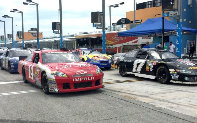 Daytona 500 Week Special – 60% OFF Driving Experiences! Over 60