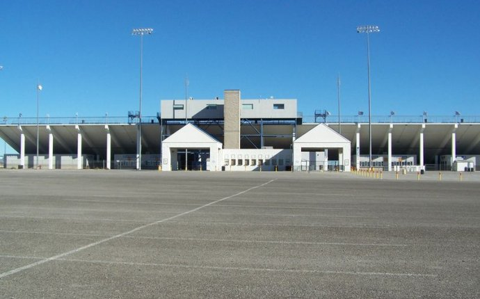 Dirt Track | Business | Las Vegas Motor Speedway