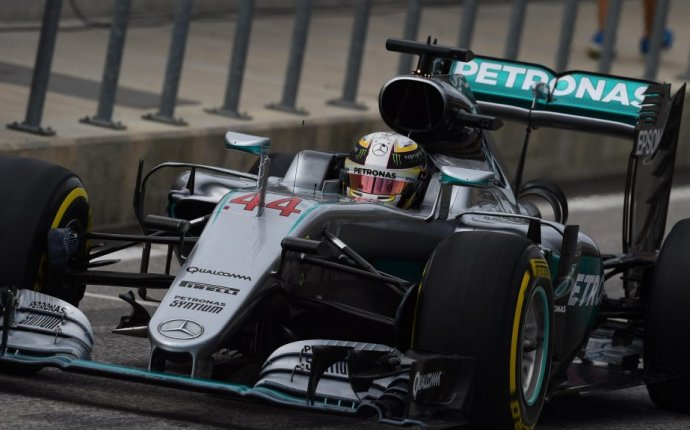 Hamilton beats Rosberg in Austin to close title race