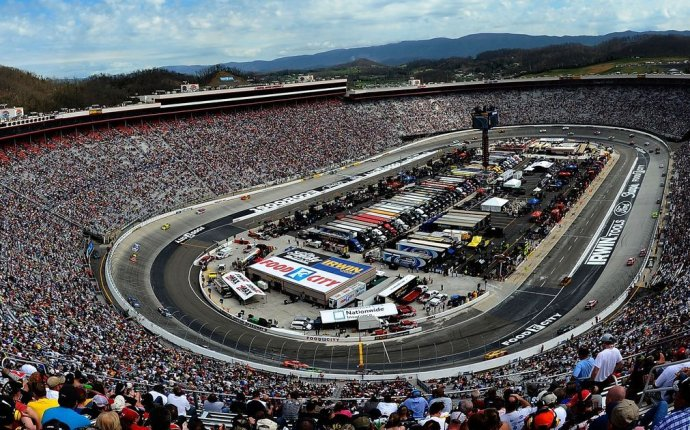 NASCAR at Bristol: Start time, lineup, TV schedule