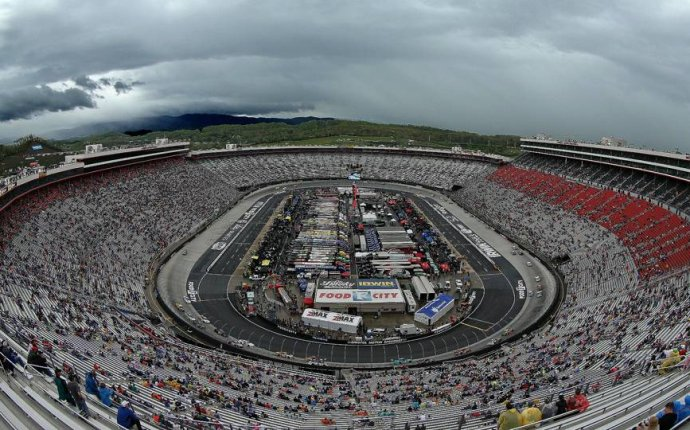 NASCAR weather update: Rain threatens to delay Bristol race
