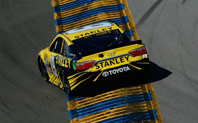 Sonoma starting lineup: Carl Edwards claims pole; green flag 3:20