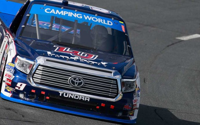 William Byron runs away with first Truck Series Chase race at